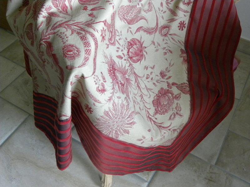 Autres confections d 39 ameublement coussins art et home for Grand jete de canape